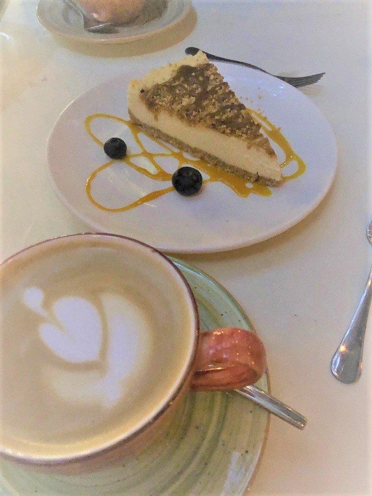 Cheesecake van het huis Dineren bij wijn restaurant in Boedapest Zeller Bistro - Tip van Foodinista