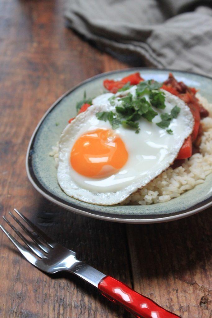 Gemengde bonenschotel met ei en rijst recept van Foodblog Foodinista