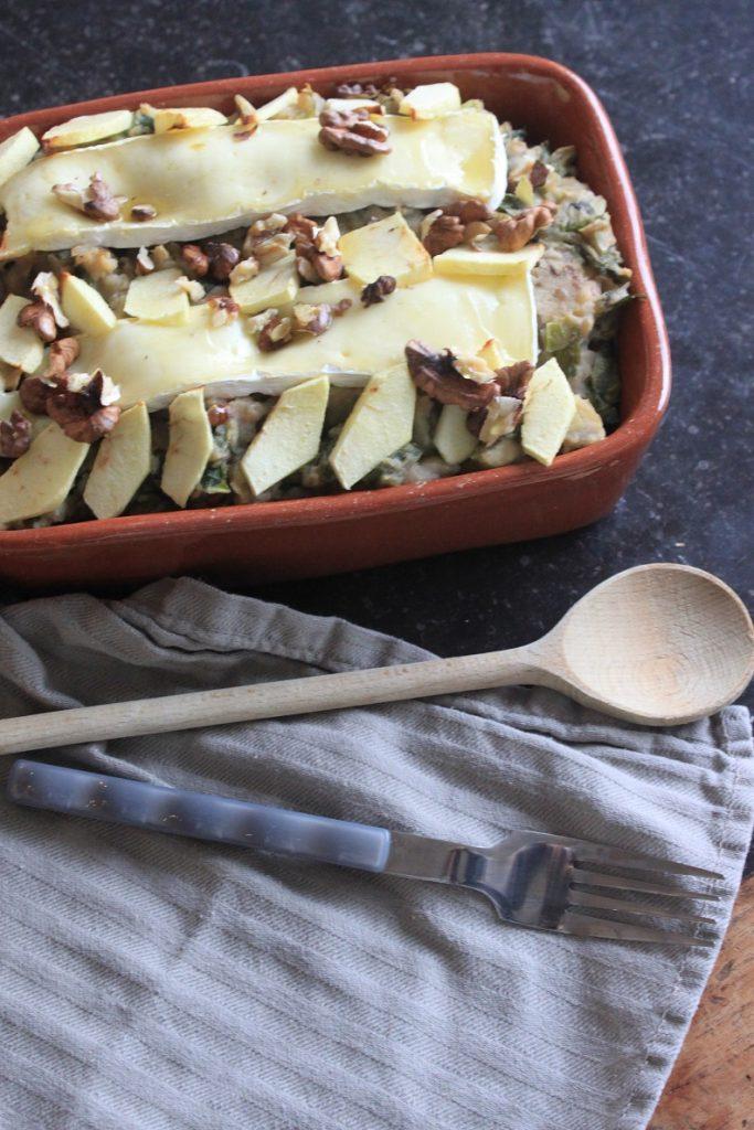 Recept voor andijviestamppot ovenschotel met brie, appel en walnoten van Foodblog Foodinista