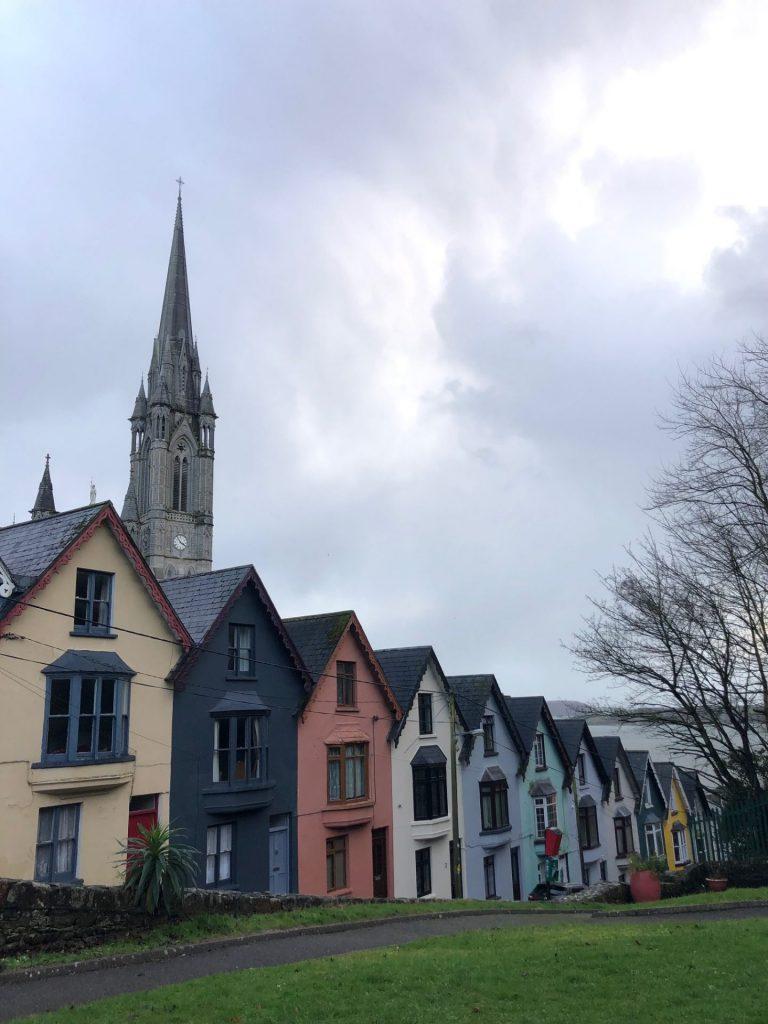 Gekleurde huisjes in Cobh Ierland