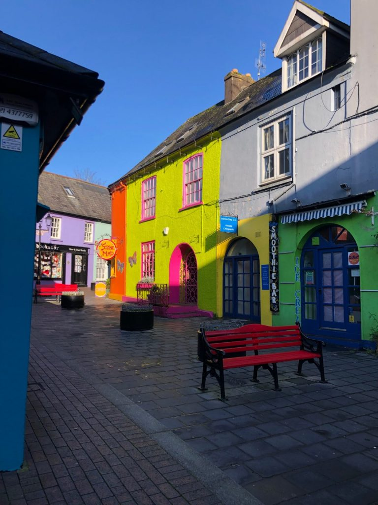 Vrolijk gekleurde huisjes in Kinsale Cork Ierland