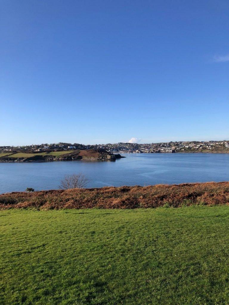 Uitzicht over de baai van Kinsale in Cork Ierland - Reistips van Foodinista