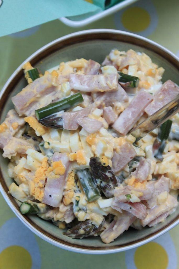 Eiersalade met groene asperges en ham van Foodblog Foodinista