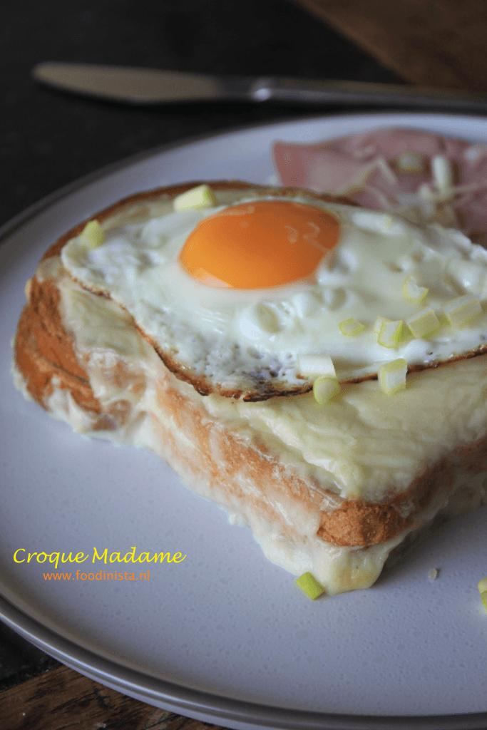 Croque Madame recept - Tosti met bechame en spiegelei - Recept van Foodblog Foodinista