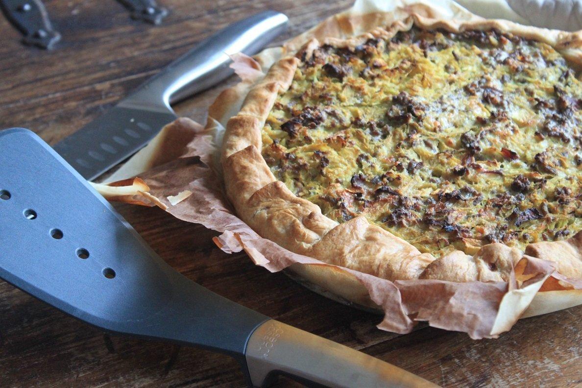 Hartige taart met zuurkool, gehakt, appel en rozijnen recept van Foodblog Foodinista