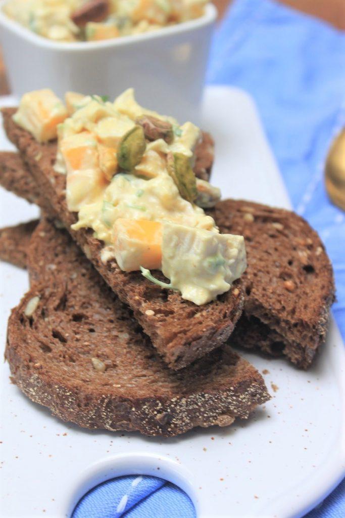 Borrelsalade kip, mango, pistache zelf maken - Recept van Foodblog Foodinista