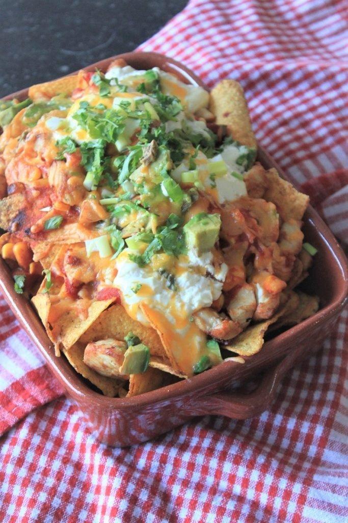 Ovenschotel met nacho's, kip, avocado en smeuïge kaas recept van Foodblog Foodinista
