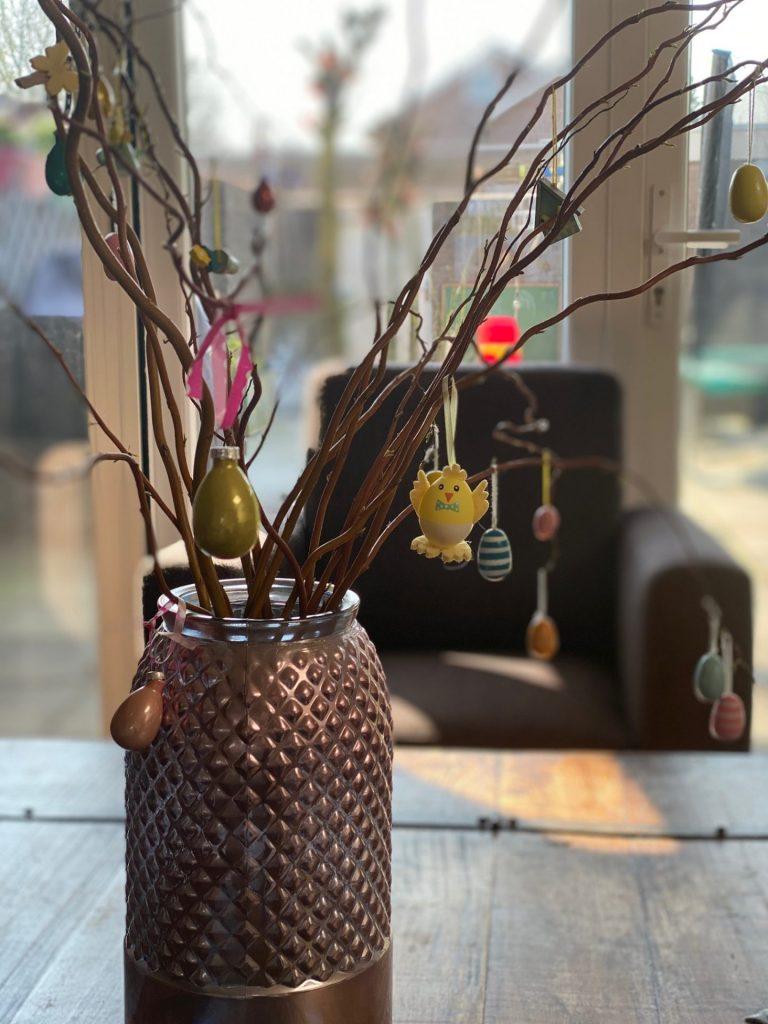 Paastakken in huis voor Pasen
