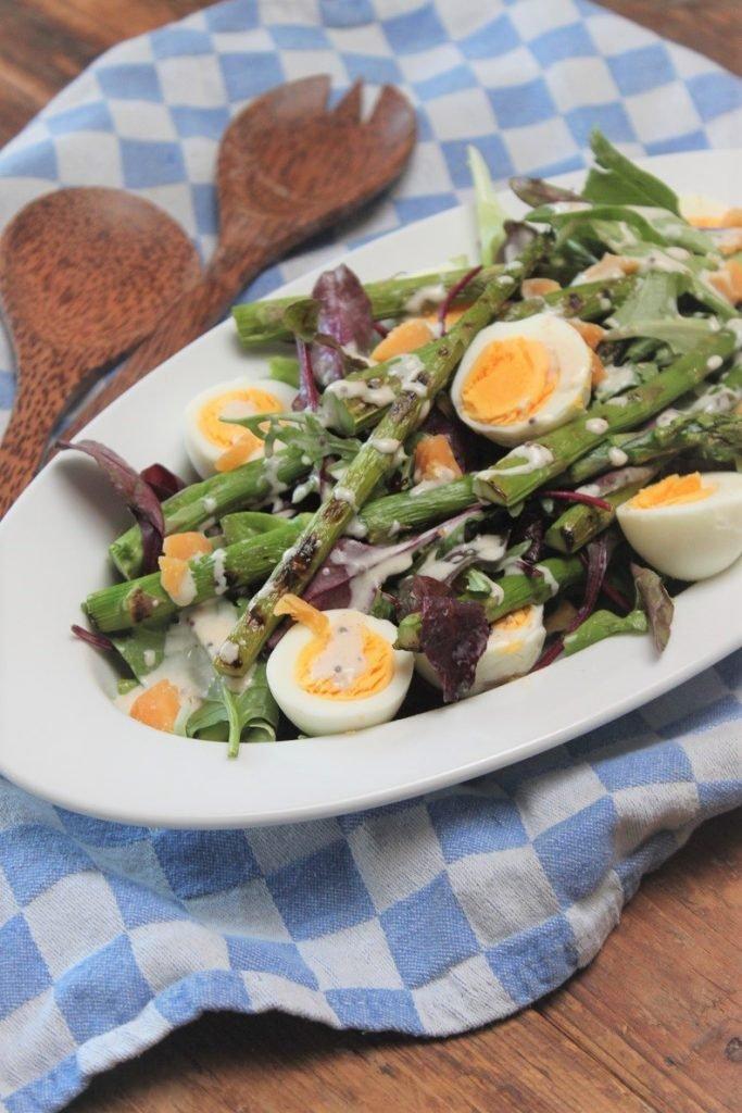 Salade met groene asperges, oude kaas en honingmosterd dressing recept van Foodblog Foodinista