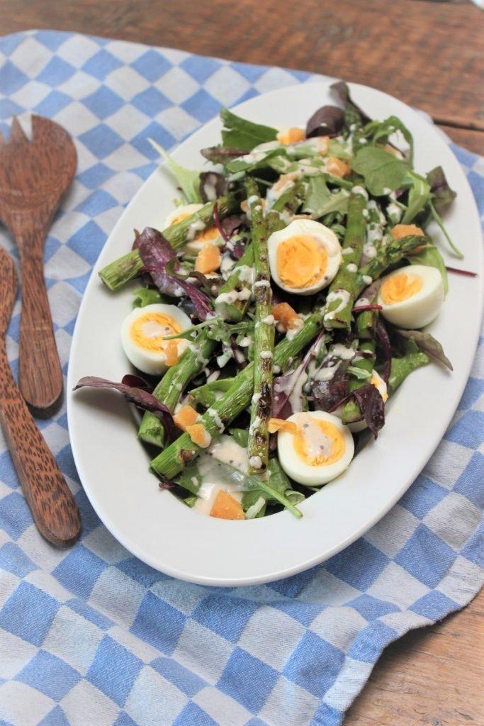 Salade met gegrilde groene asperges en oude kaas recept van Foodblog Foodinista