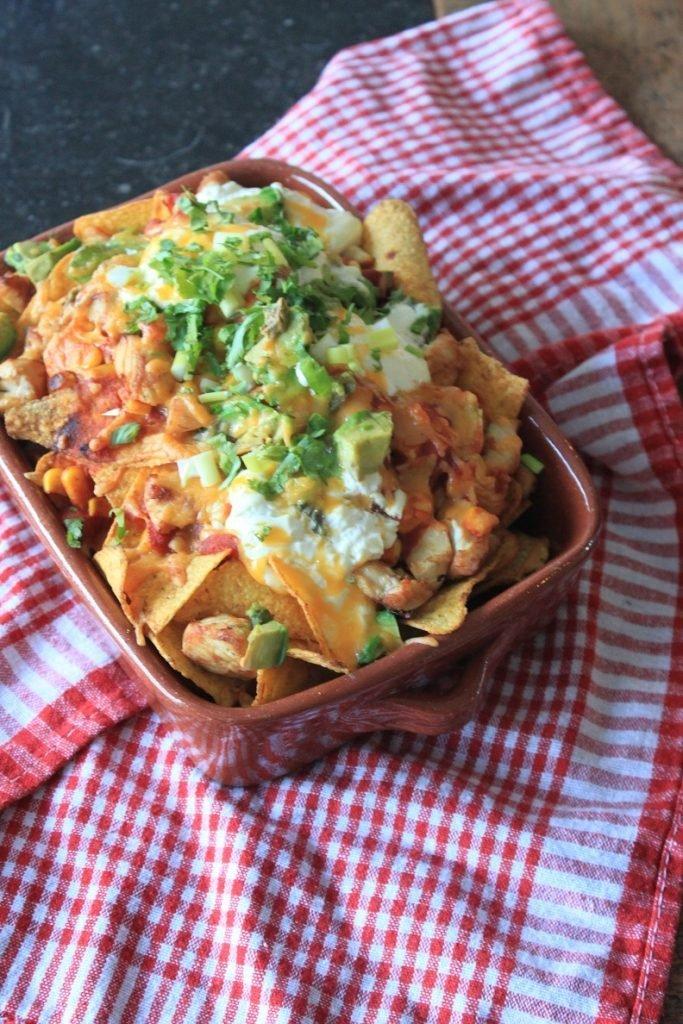 Nacho ovenschotel recept met kip, avocado en kaas van Foodinista