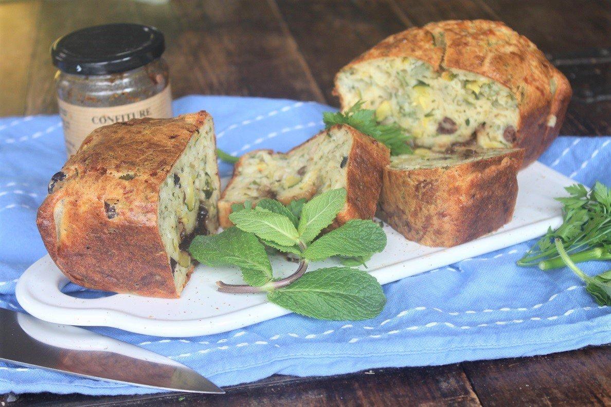Hartige cake met courgette - Aperitief cake recept - Met hele fijne tips uit het kookboek De makkelijke Franse keuken - Foodblog Foodinista