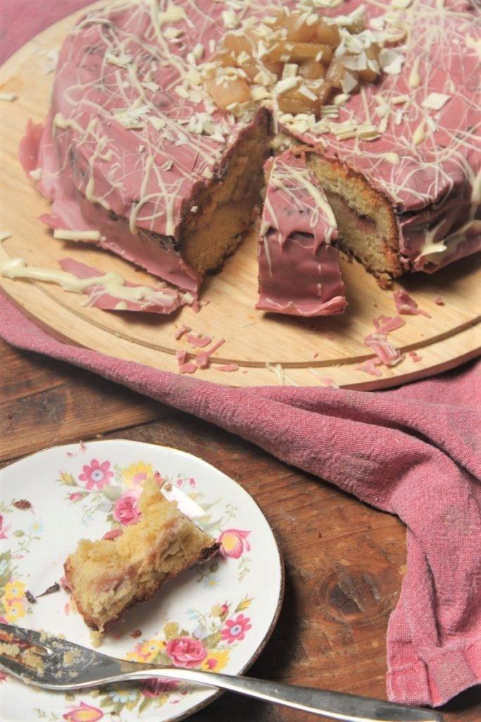 Recept voor rabarbertaart met ricotta, ruby chocolade en aardbeienjam van Foodblog Foodinista