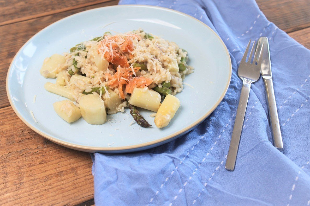 Risotto met witte asperges, groene asperges en zalm - Risotto recept met asperges - Foodblog Foodinista