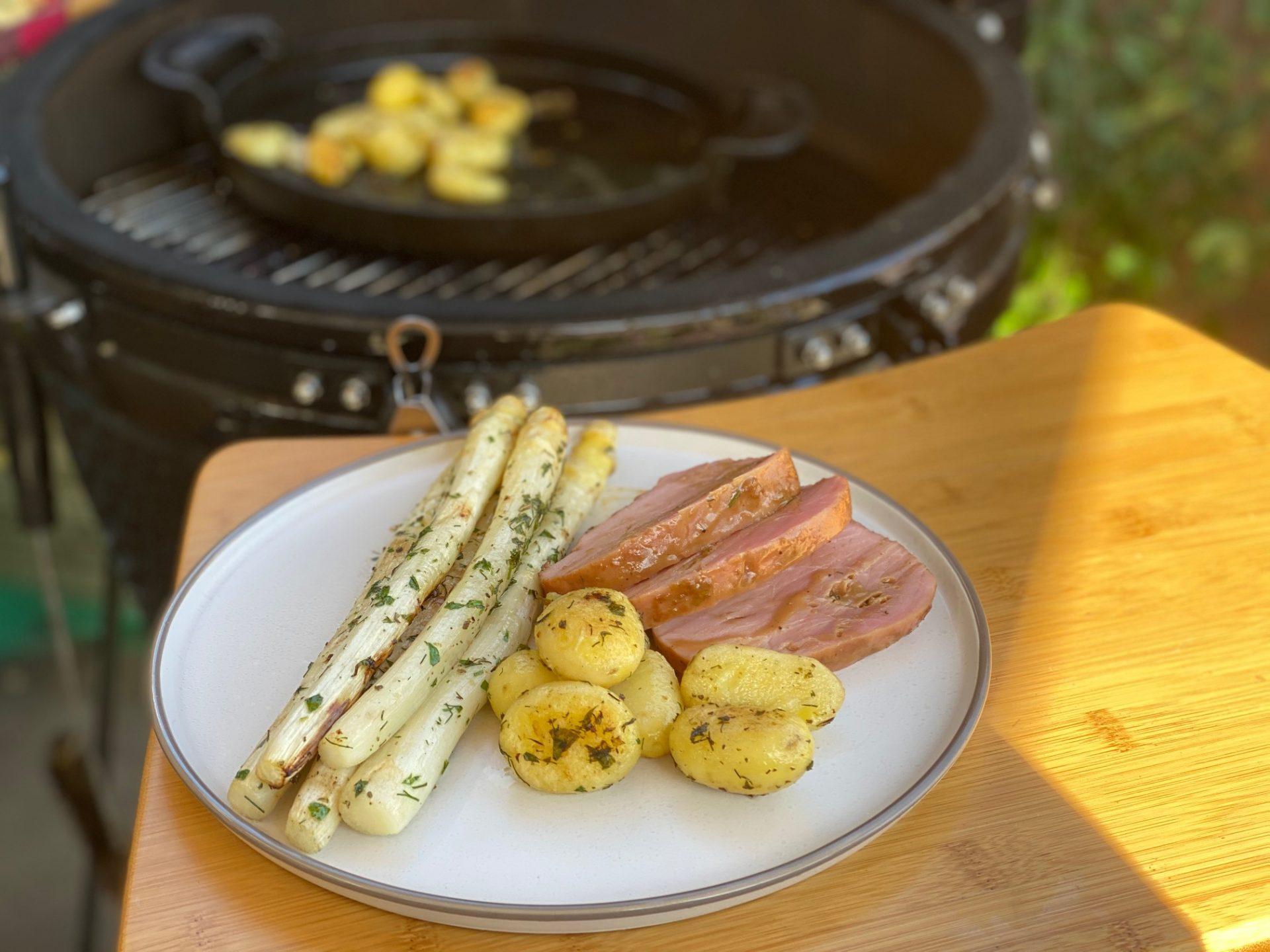 Asperges met beenham en krieltjes bereiden op de barbecue - Complete maaltijd op de barbecue - Foodblog Foodinista
