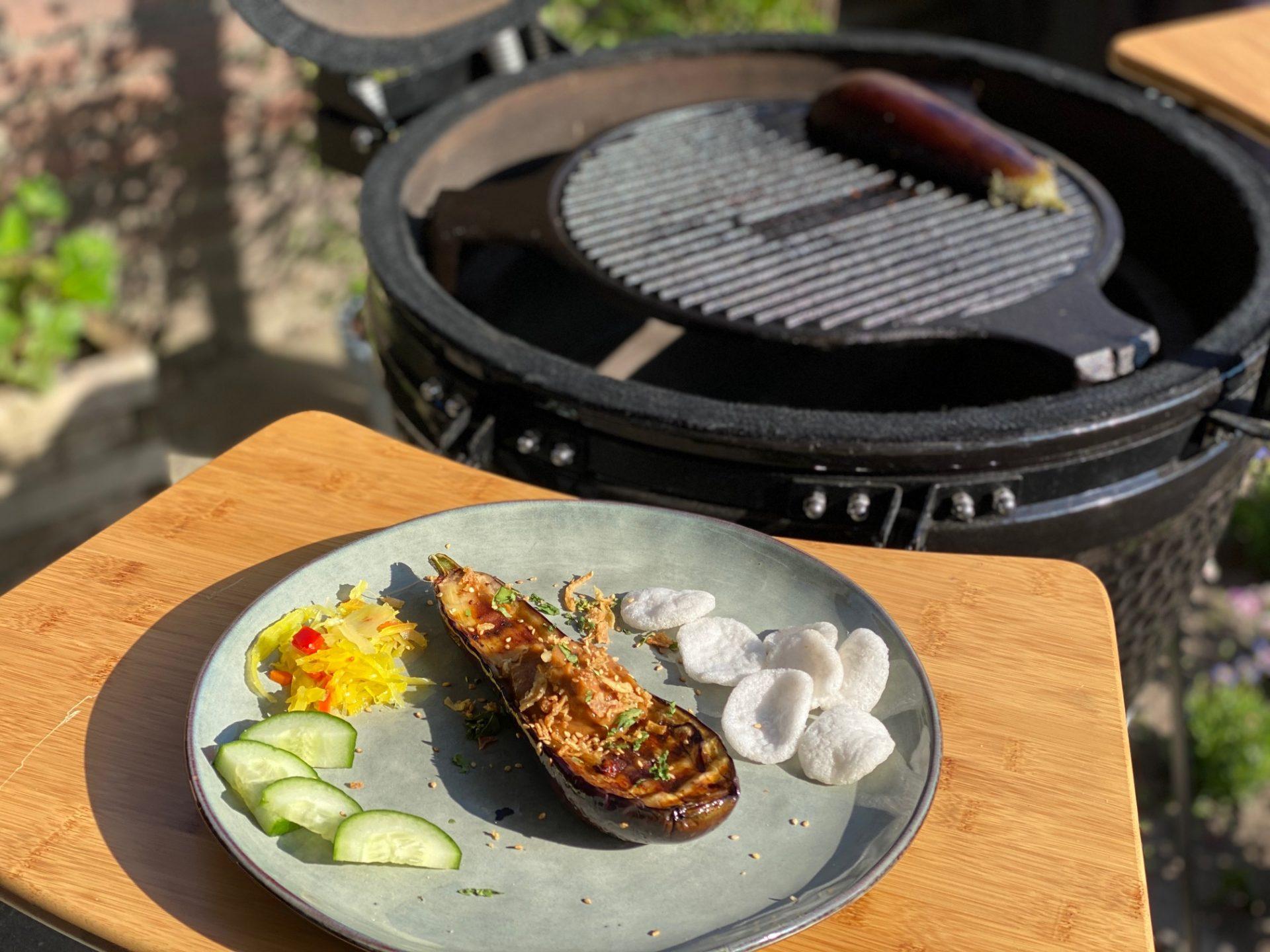 Gegrilde aubergine van de barbecue Aziatische stijl - Vegetarisch Barbecue recept