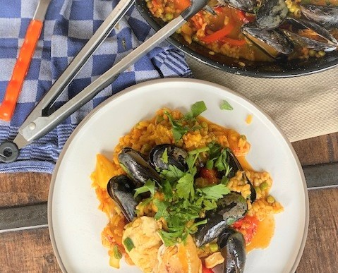 Paella met kip, mosselen en zeevruchten recept van Foodblog Foodinista