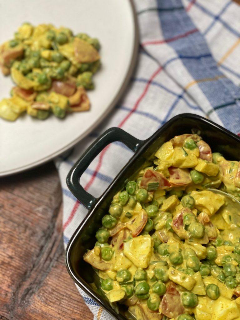 Frisse barbecuesalade kerrie, appel, krieltjes en tomaat van foodblog Foodinista