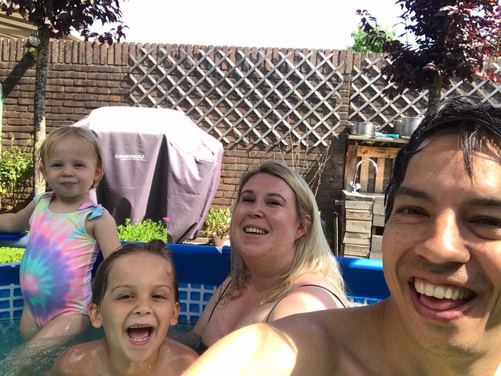 Afkoelen in een Toppy Zwembad op warme dagen