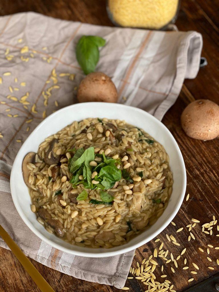 Recept voor orzo met champignons en bospaddenstoelen - Foodblog Foodinista