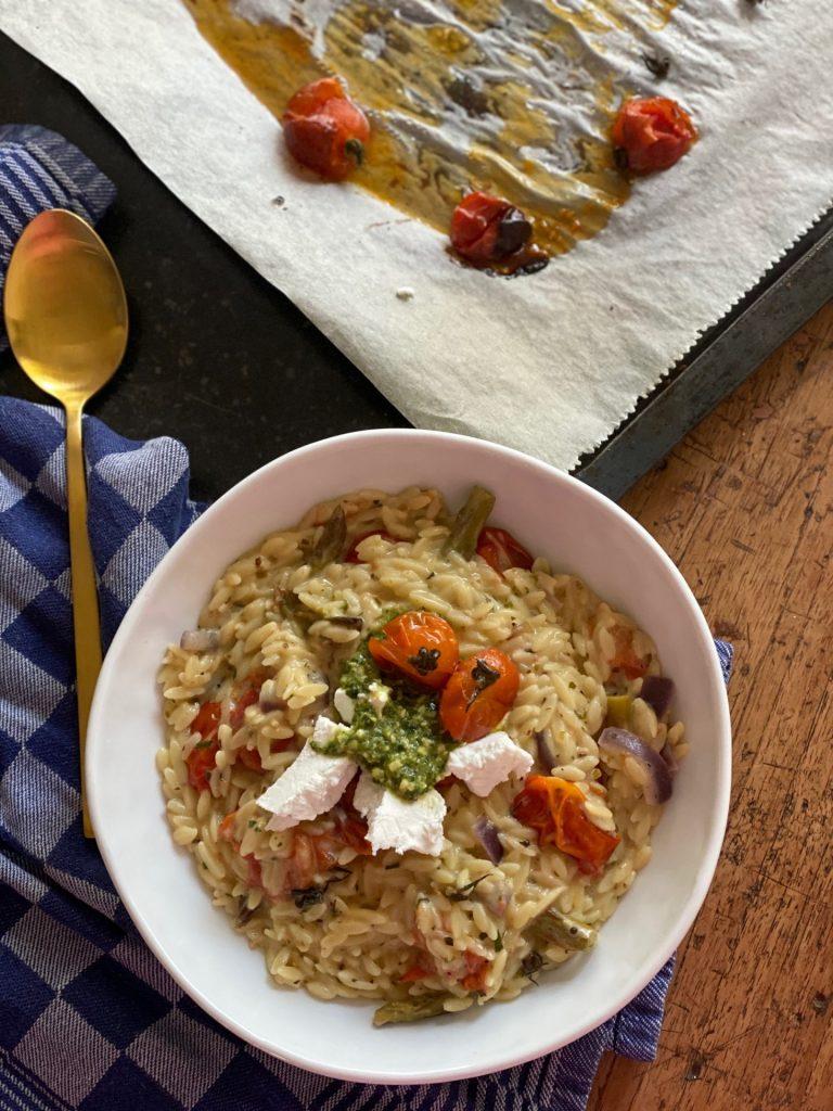 Orzotto recept met geitenkaas, pesto en tomaat van Foodblog Foodinista