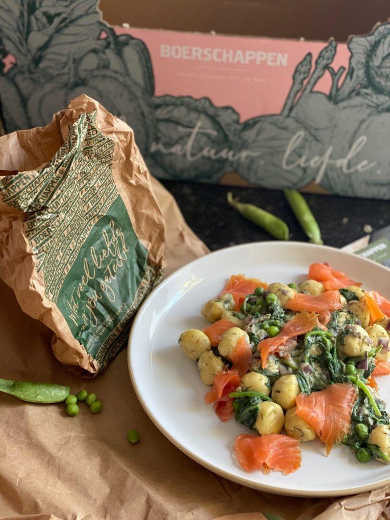 Een romige gnocchi met spinazie, doperwtjes en zalm - Boerschappen Gemaksbox getest - Foodblog Foodinista