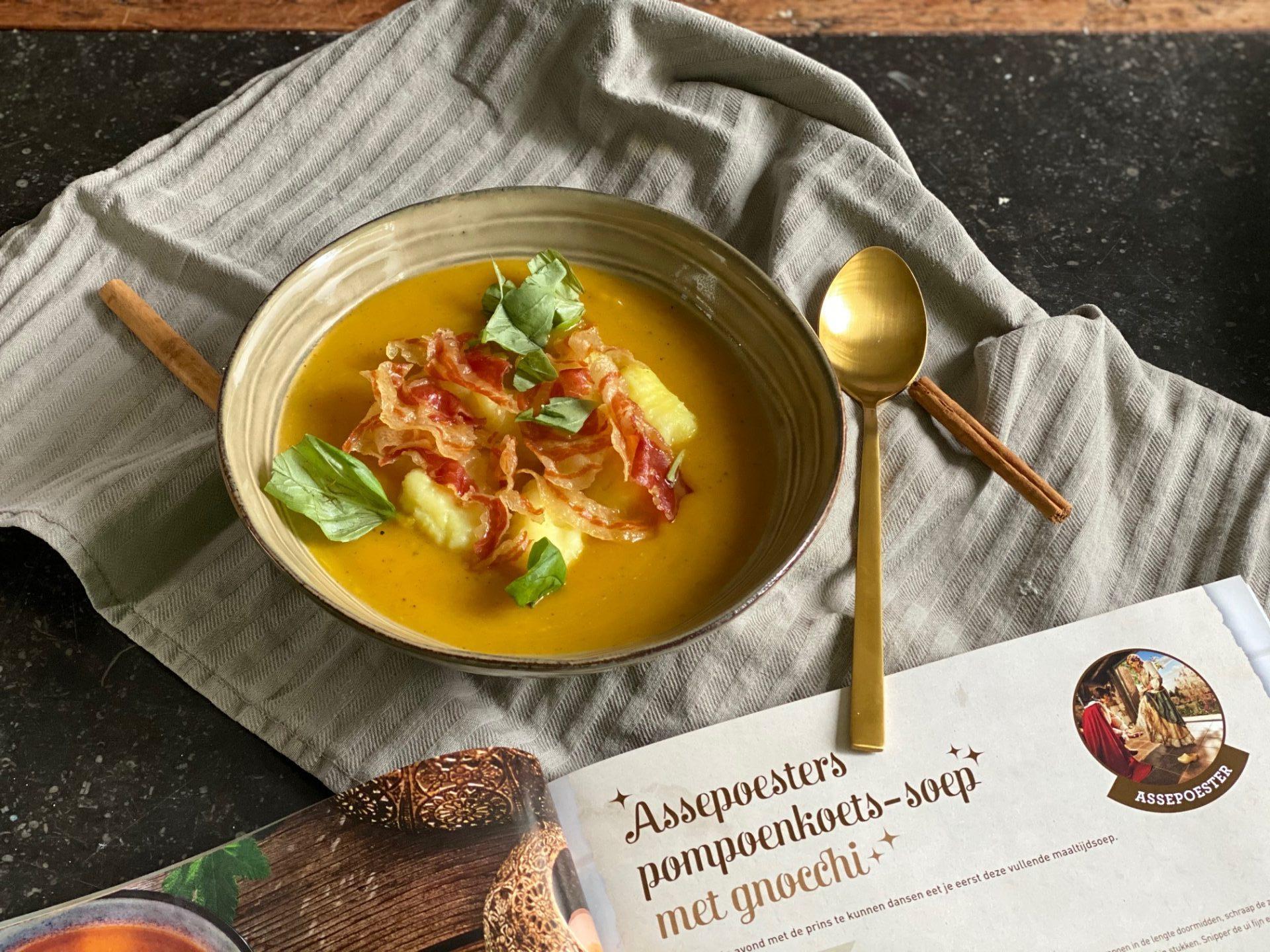 Pompoensoep met Gnocchi en Pancetta - Assepoester Pompoensoep recept uit Het Efteling Kookboek - Tips van Foodblog Foodinista