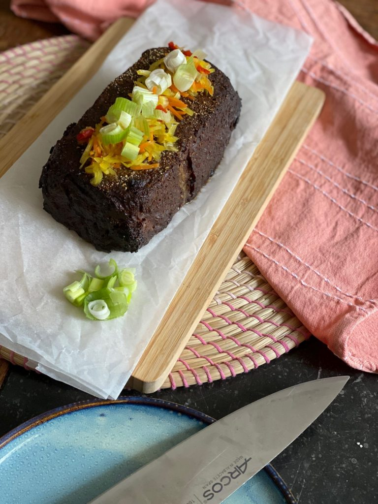 Indonesisch Gehaktbrood gevuld met ei - Pittig gekruid gehaktbrood recept - Foodblog Foodinista