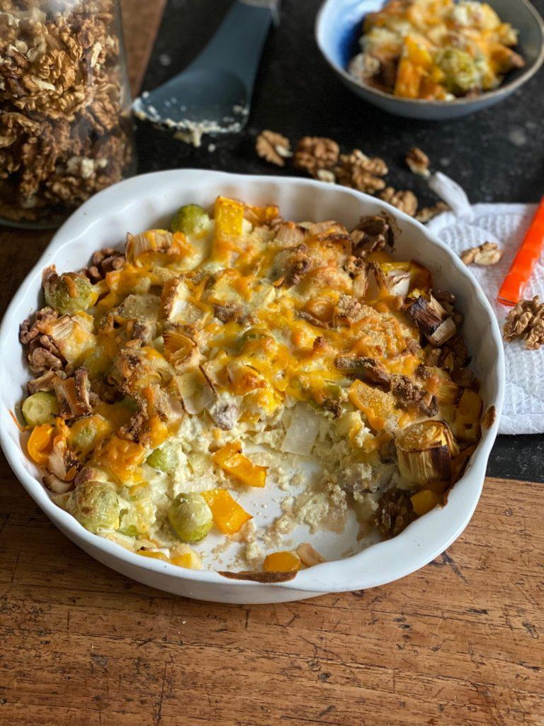 Spruitjes recept met gegratineerde kaas en gemengde groente - Ovenschotel recept van Foodblog Foodinista