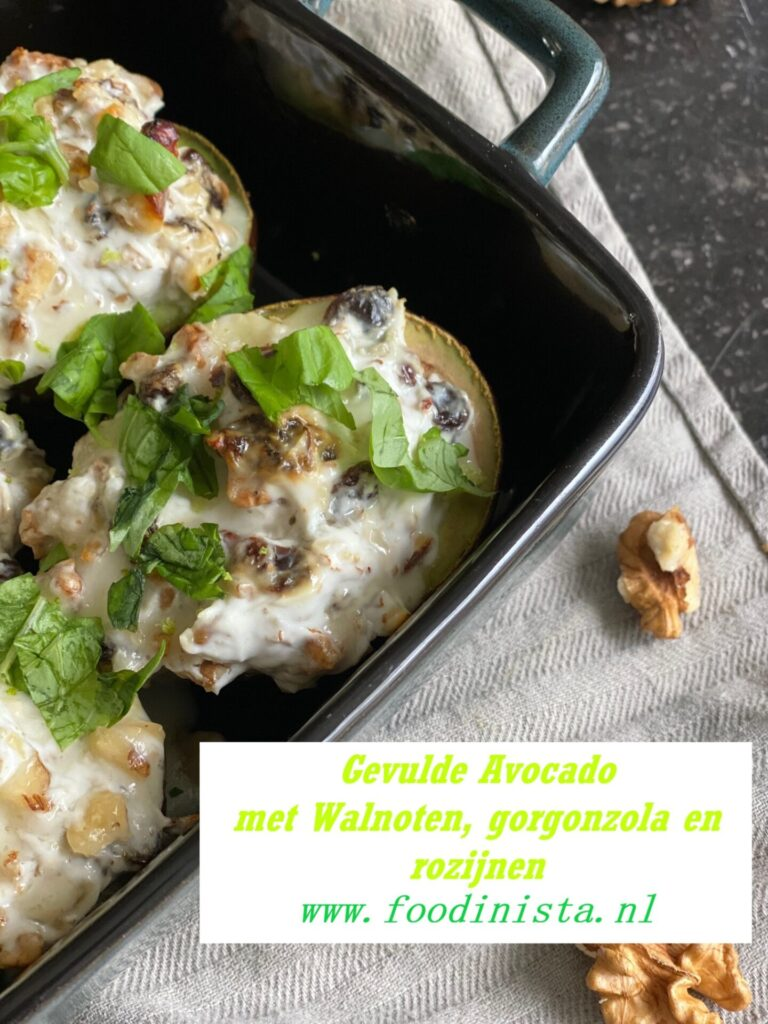 Gevulde avocado met gorgonzola en walnoten - Foodblog Foodinista