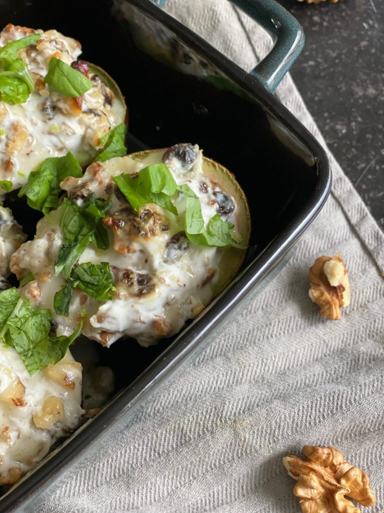 Gegratineerde avocado met gorgonzola noten en honing - Recept van Foodblog Foodinista