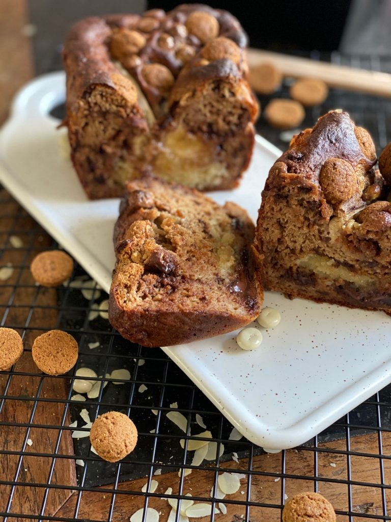 Sinterklaas recepten - Bananenbrood met kruidnootjes, chocolade en amandelspijs - Recept van Foodinista