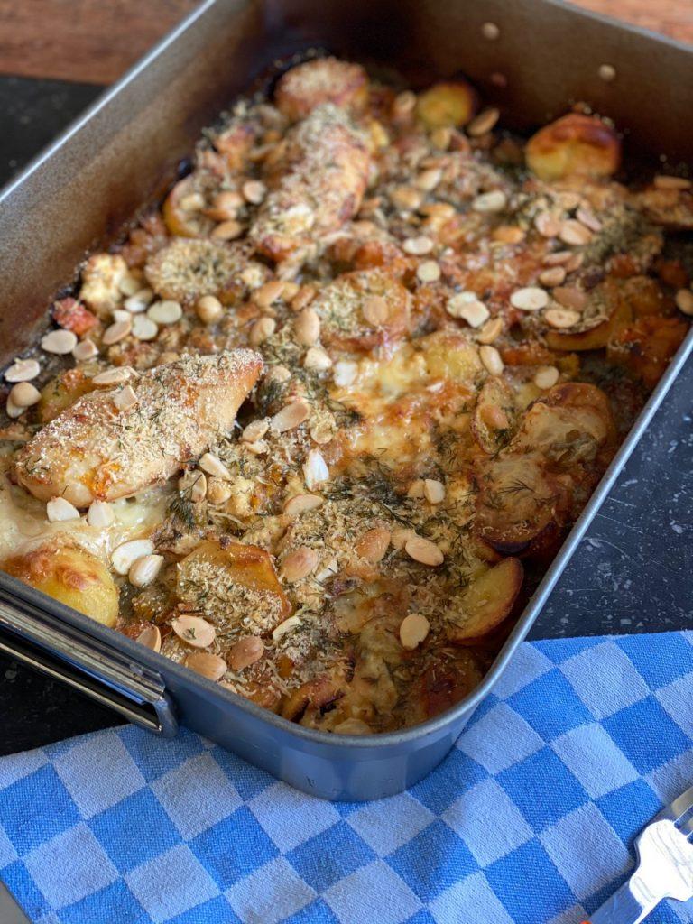 Kip Parmezaan recept met pompoen, aardappeltjes en gorgonzola op de bakplaat - Snel en simpel uit de oven - Foodblog Foodinista