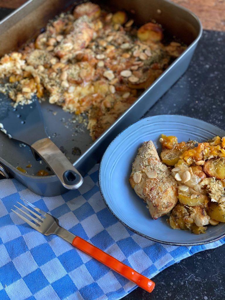 Kip Parmezaan maken met pompoen, aardappeltjes en gorgonzola op de bakplaat - Snel en simpel uit de oven - Foodblog Foodinista
