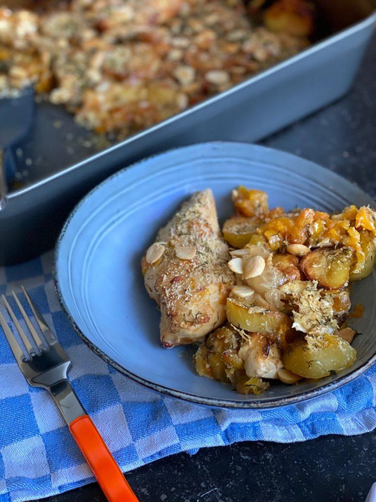 Kip Parmezaan met pompoen, aardappeltjes en gorgonzola op de bakplaat - Snel en simpel uit de oven - Foodblog Foodinista