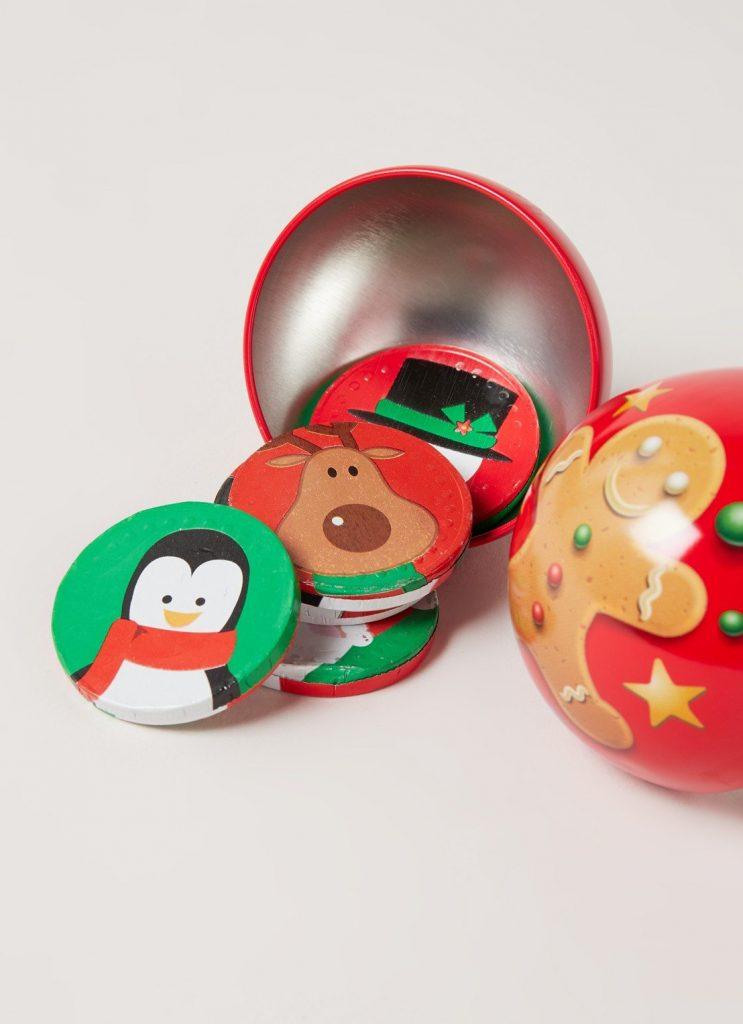 Kerstbal gevuld met chocolademunten - Kerstcadeautjes tips voor kinderen - Foodblog Foodinista