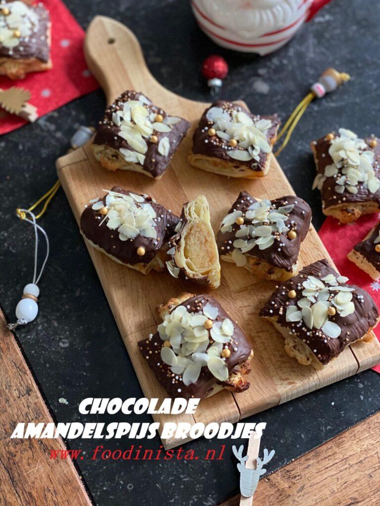 Amandelspijsbroodjes met chocolade en amandelen - Bakken voor kerst - Foodblog Foodinista