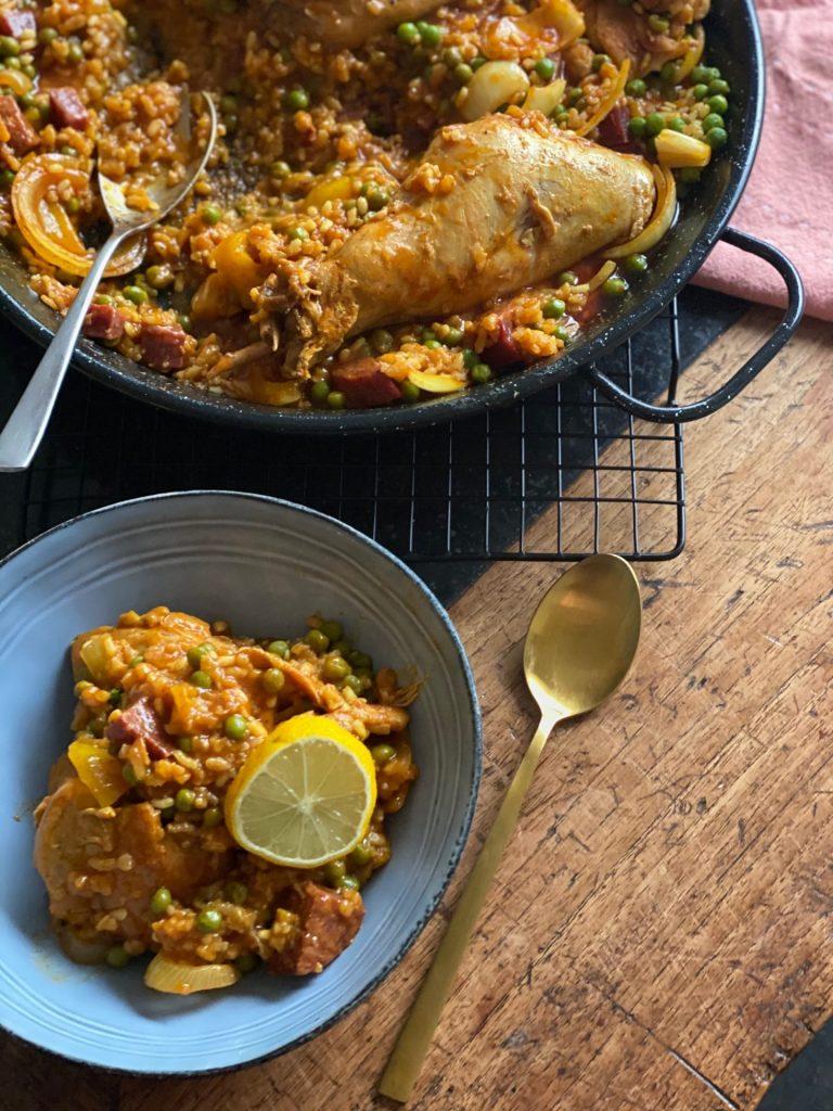 Paella met vlees maken - Paella met konijn, kip en Iberico worst - Recept van Foodblog Foodinista