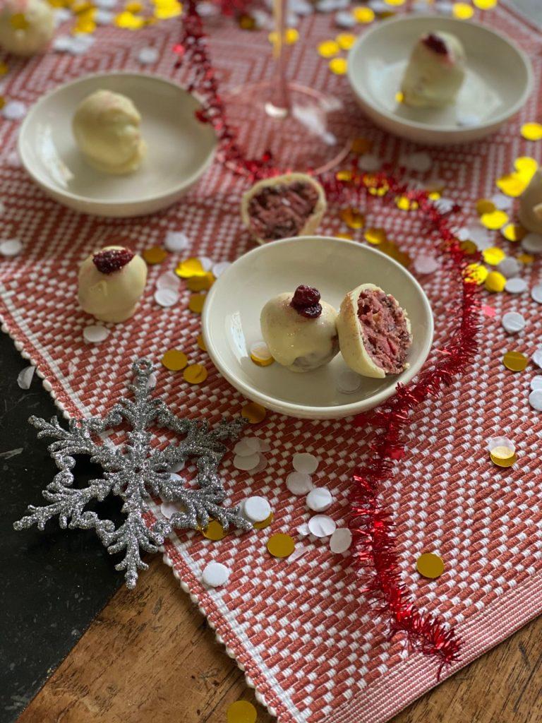 Red Velvet truffels met cranberry - Foodblog Foodinista
