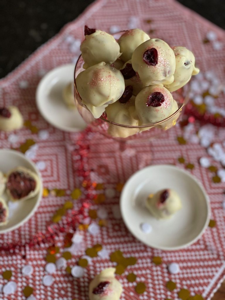 Red Velvet bonbons met cranberry - Foodblog Foodinista