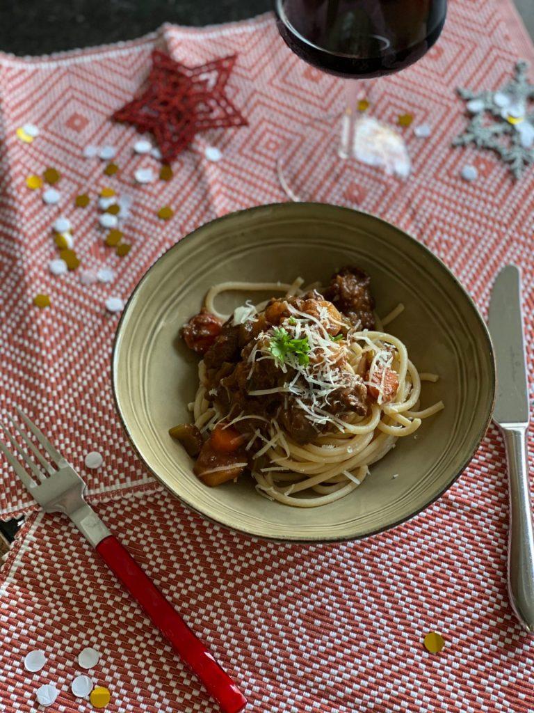 Italiaanse wild zwijn ragout recept met pici pasta - Foodblog Foodinista