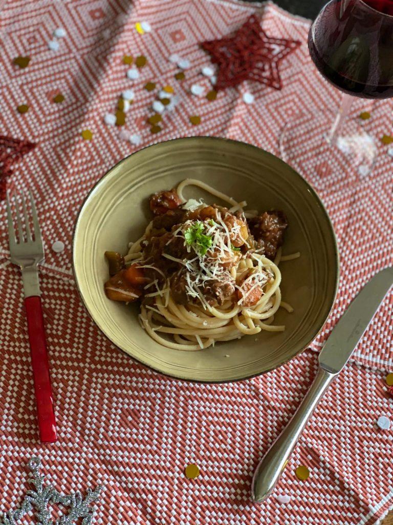 Wild zwijn ragout maken met pasta - Foodblog Foodinista
