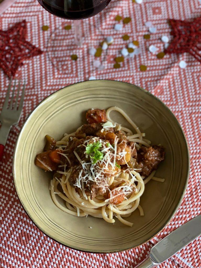 Italiaanse wild zwijn ragout recept met pici of aardappelpuree - Foodblog Foodinista