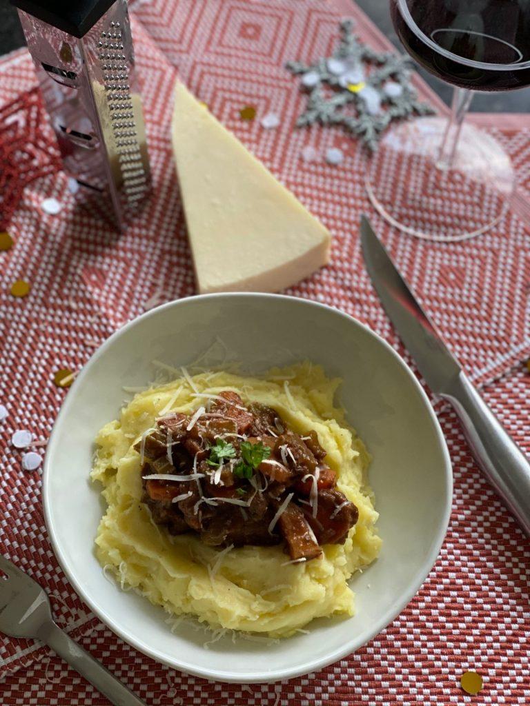 Wild zwijn ragout recept met aardappelpuree - Foodblog Foodinista