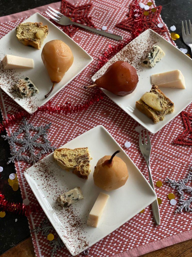 Kaasplankje met stoofpeertjes en kerstbrood - Lekker tips van Foodinista