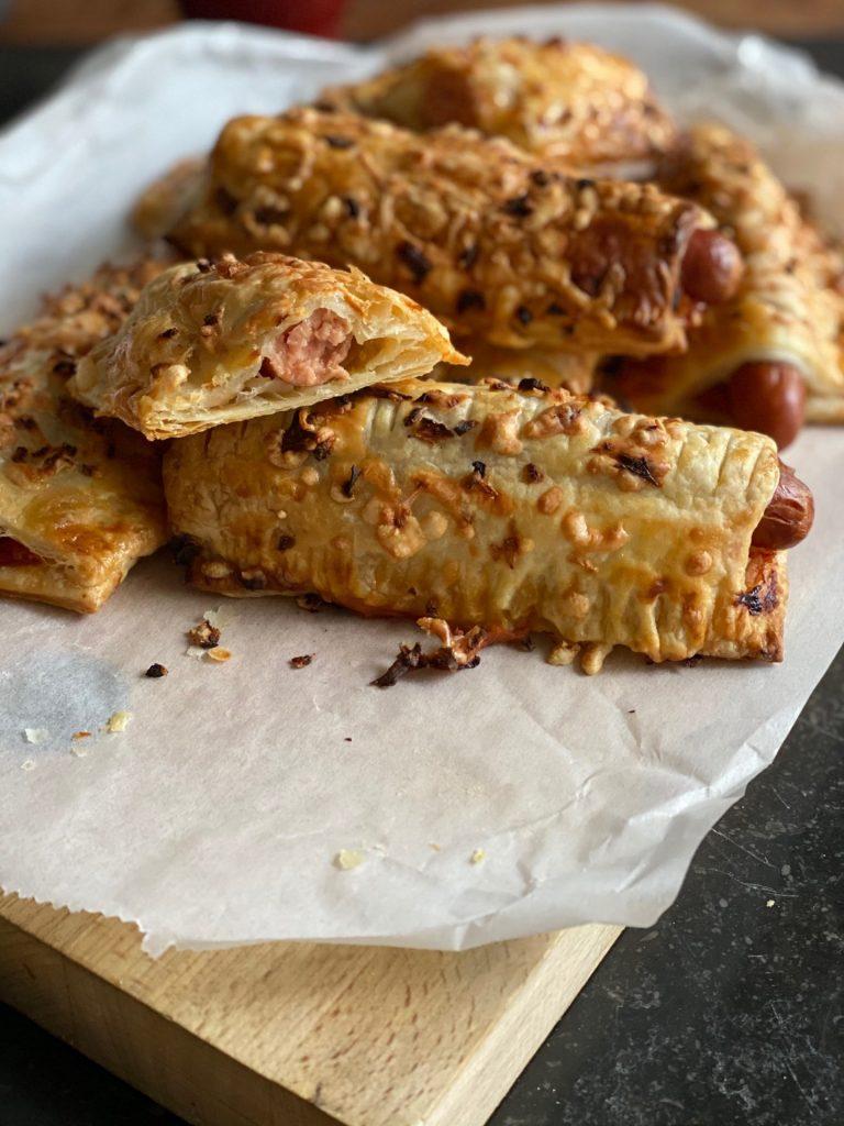Bladerdeegbroodjes met hotdogworstjes - Recept van Foodblog Foodinista