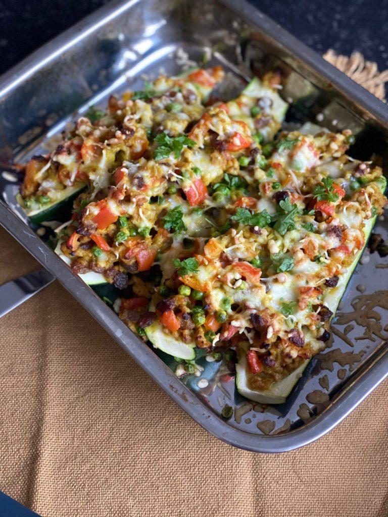 Gevulde courgette met kipgehakt in kerriesaus - Recept van Foodblog Foodinista