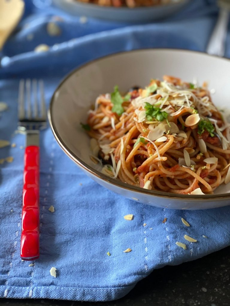 Pasta Puttanesca - Pasta recepten - Foodblog Foodinista