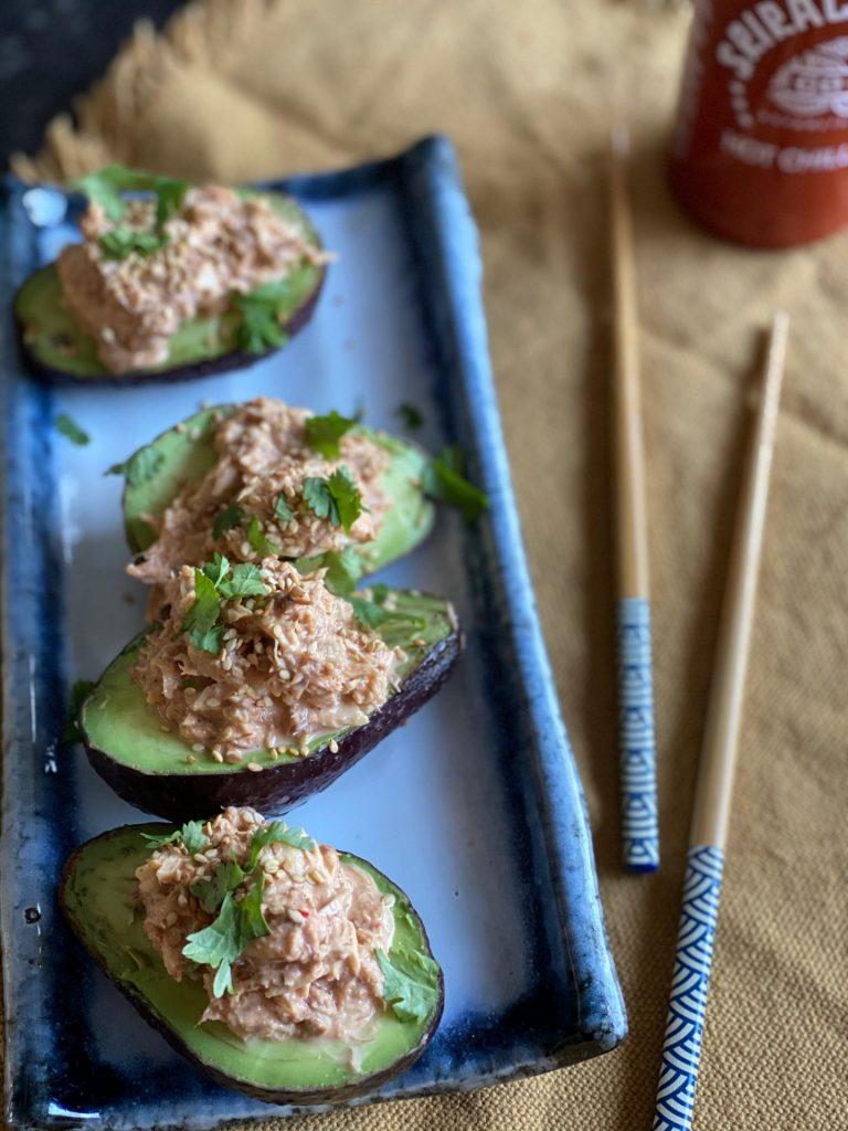 Gevulde avocado met spicy makreel salade – Pittige makreelsalade - Foodblog Foodinista