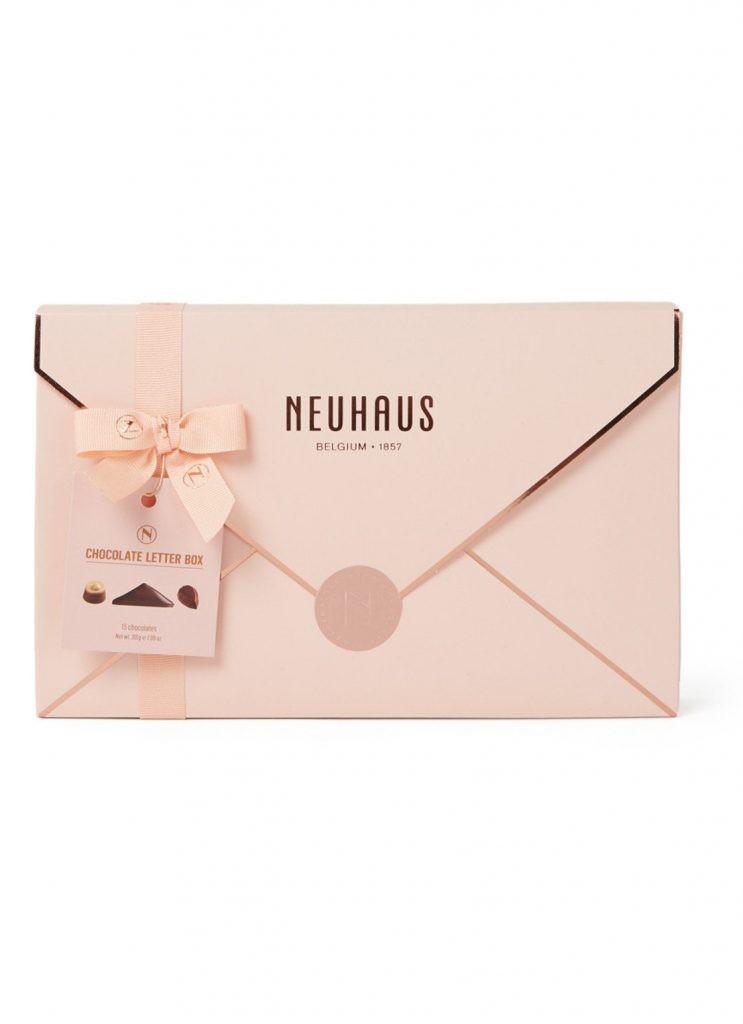 Luxe Valentijnsbonbons van Neuhaus - Chocolade cadeau tips van Foodinista voor Valentijnsdag